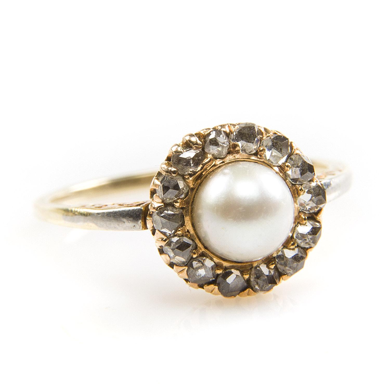 Pierścionek z perłą i rozetami diamentowymi, okres międzywojenny