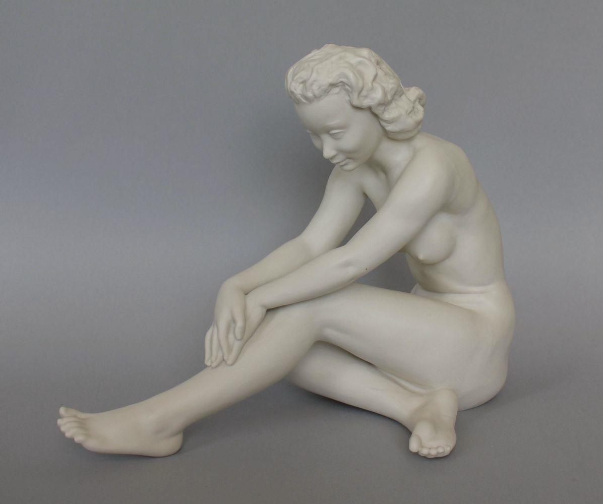 Figura art déco-Akt siedzącej kobiety (Selb, Bawaria, I połowa XX w.)