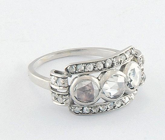 Pierścionek platynowy z diamentami