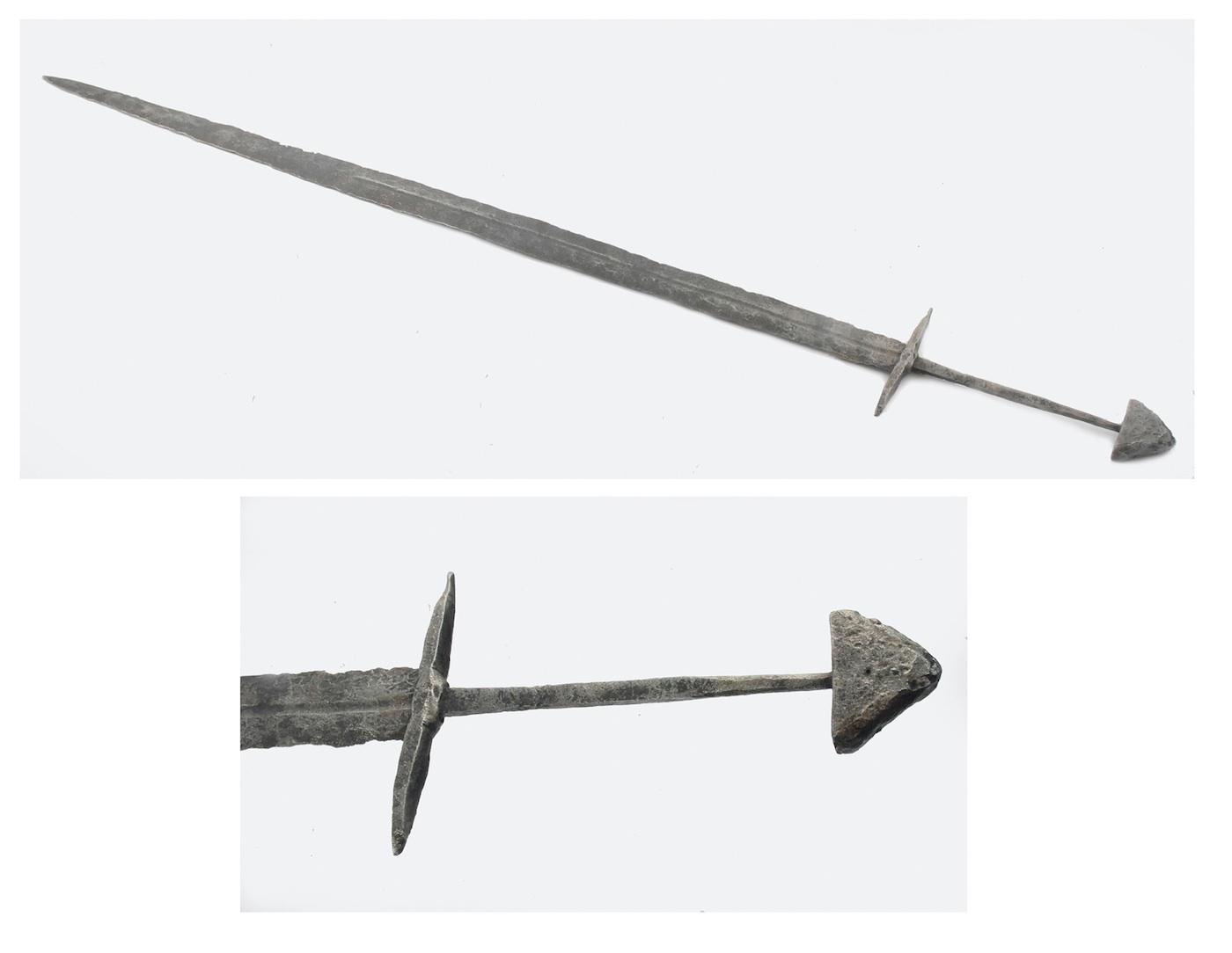 Miecz średniowieczny, półtoraręczny, obosieczny;