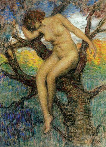 Akt kobiety w konarach drzewa