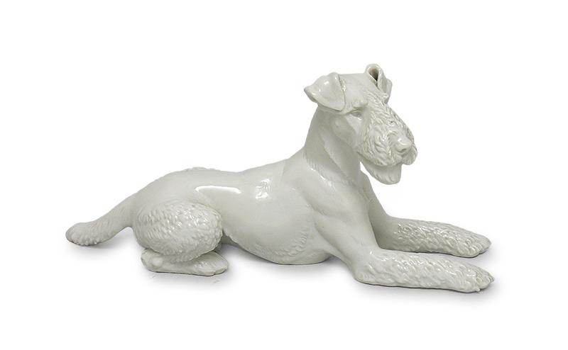 Figura leżącego terriera