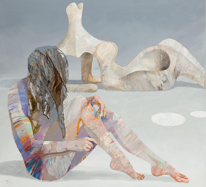 Dziewczyna z rzeźbą Moora 4, 2019