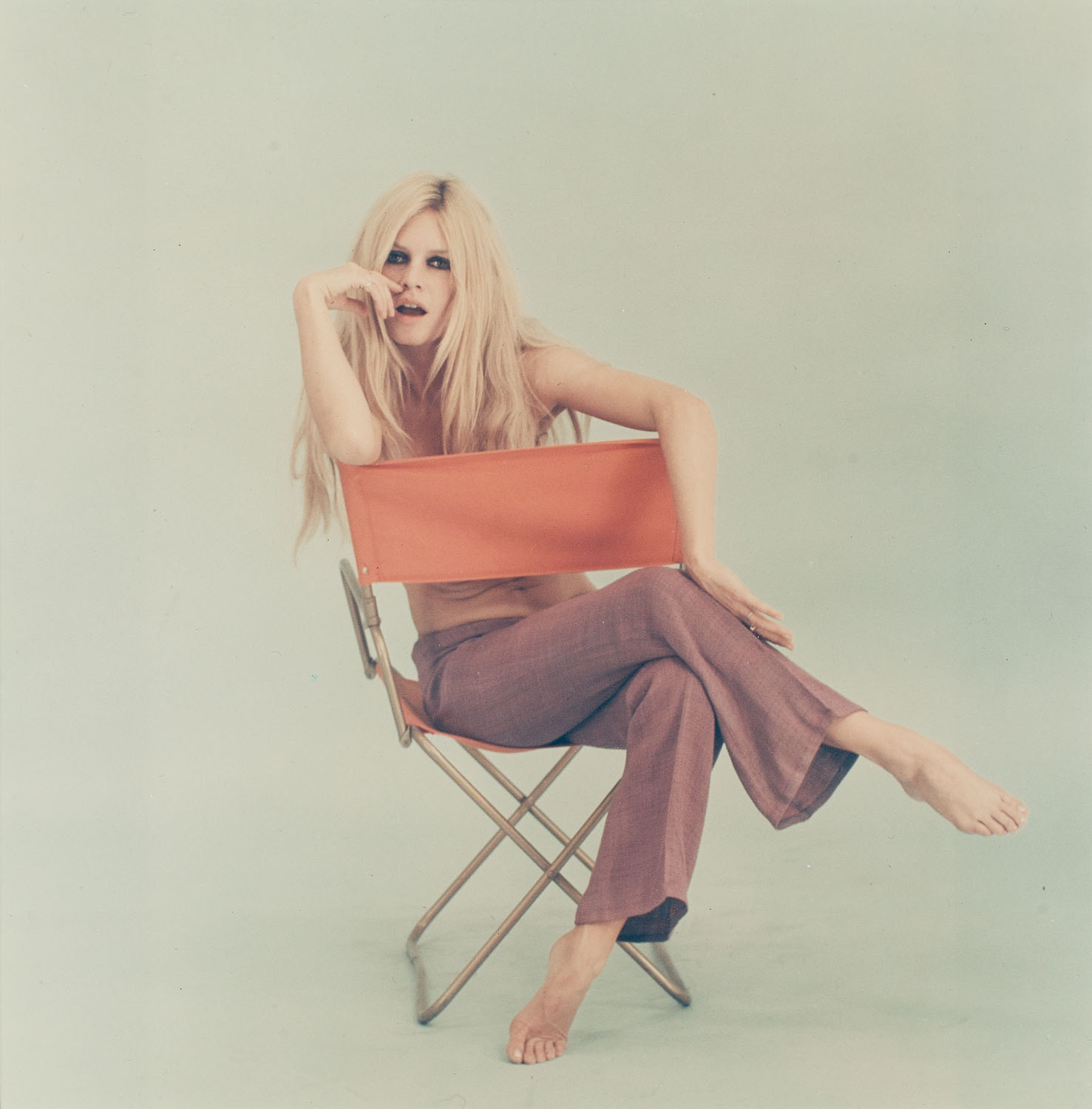 "Brigitte Bardot, z cyklu: ""The chair session"", 1967"