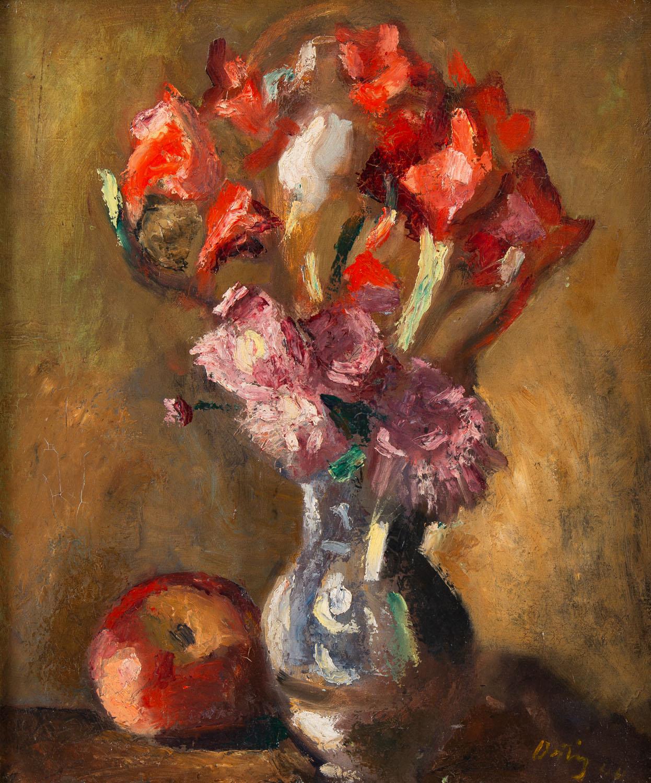Martwa natura z kwiatami w wazonie i jabłkiem