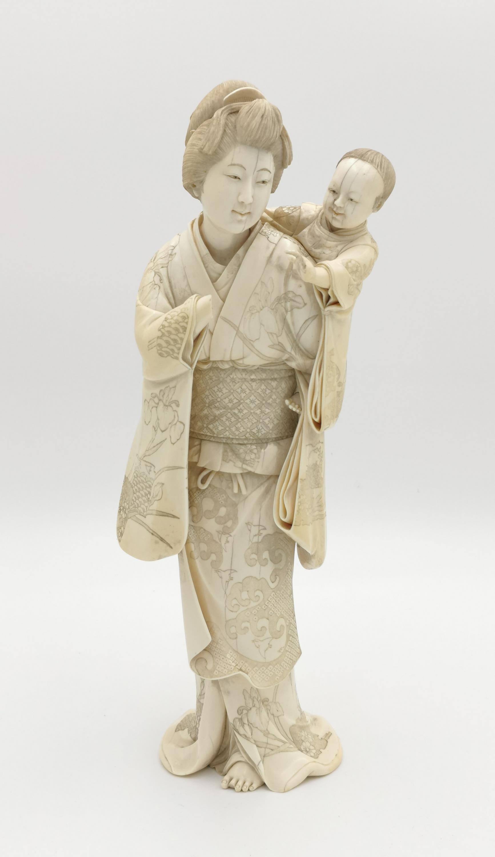 Figura kobiety z dzieckiem