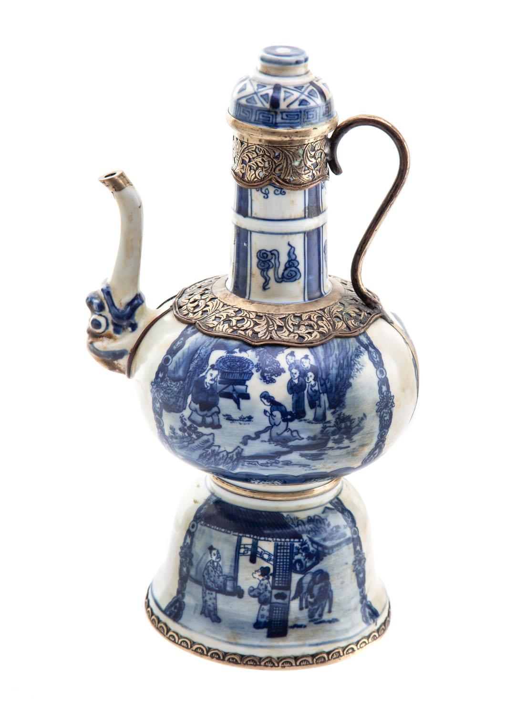 Dzbanek na wino typu Qinghua, Chiny, XIX w.