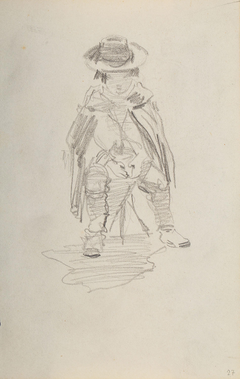Siedzący na stołku chłopiec okryty peleryną z kapeluszem na głowie