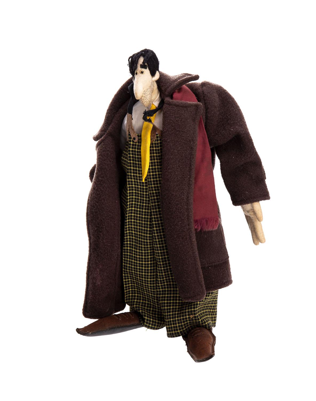Lalka - Pan w brązowym płaszczu, lata 90. XX w.