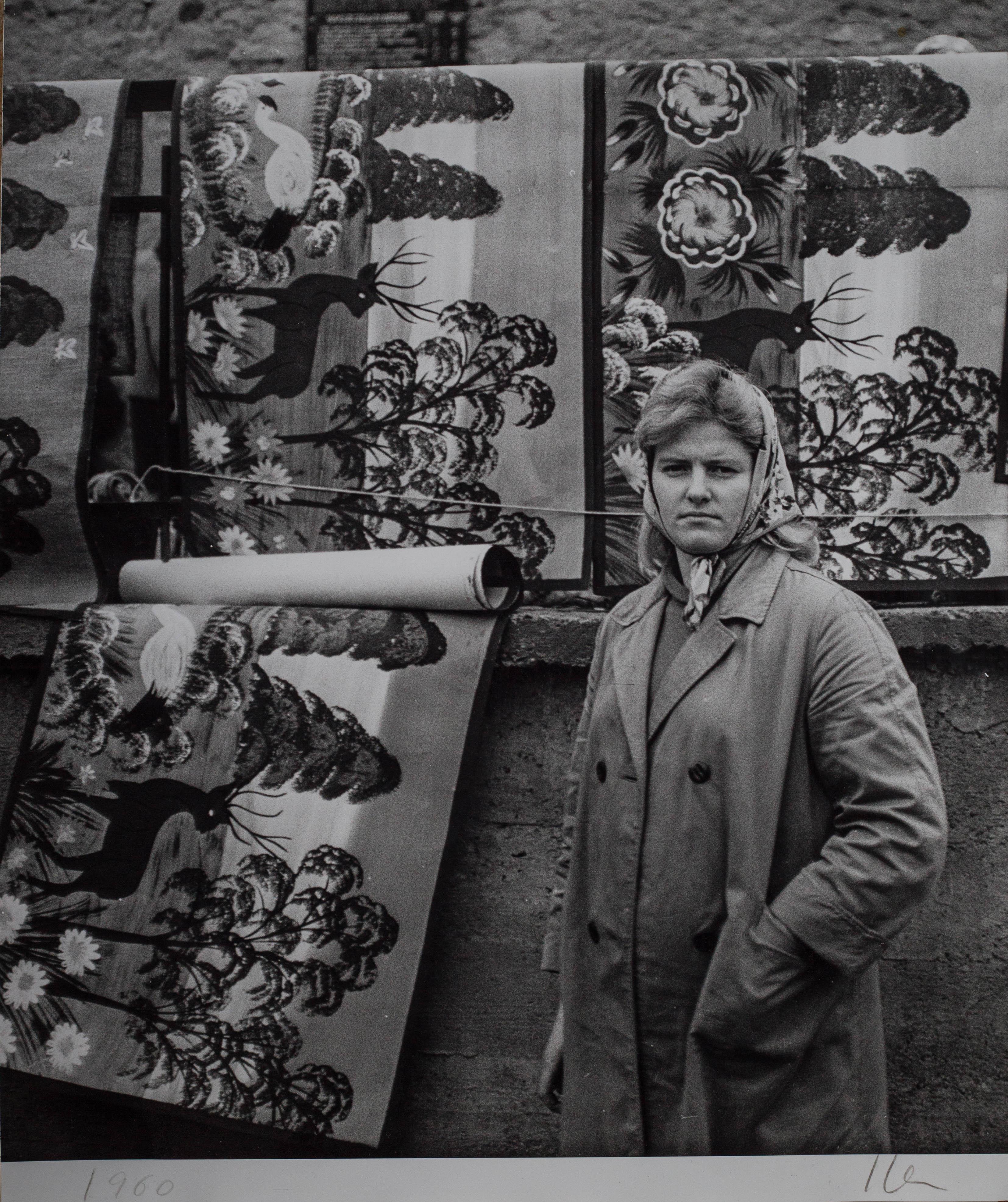 Bez tytułu (Kobieta z plakatami), 1960