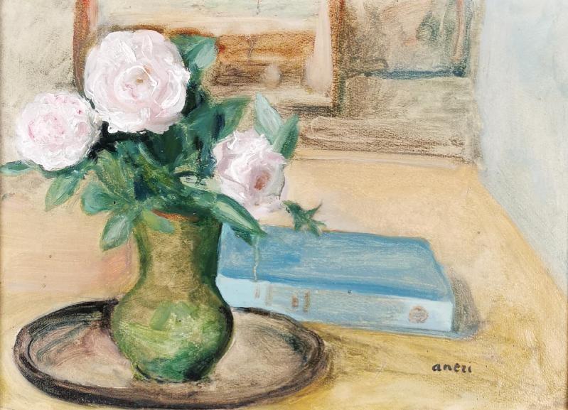 Kwiaty w wazonie i książka