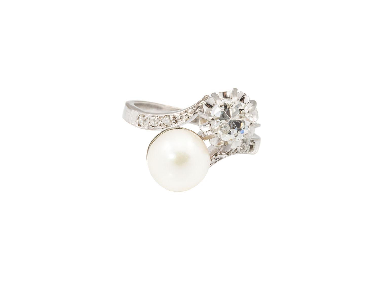 Pierścionek z perłą i diamentami, około poł. XX w.