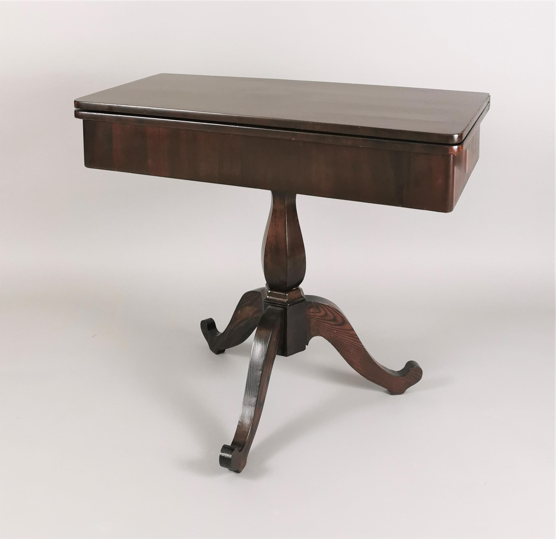 Stolik dla gry w stylu klasycyzującym