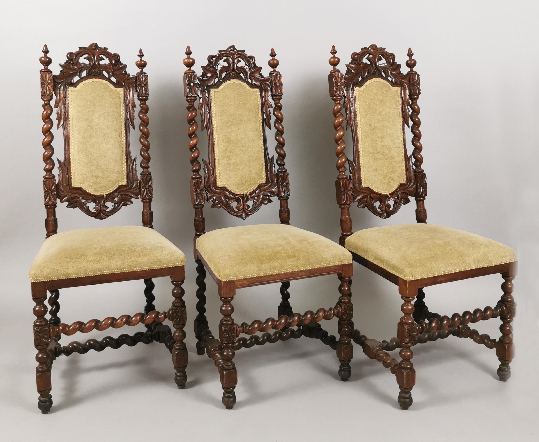 3 krzesła w manierze barokowej