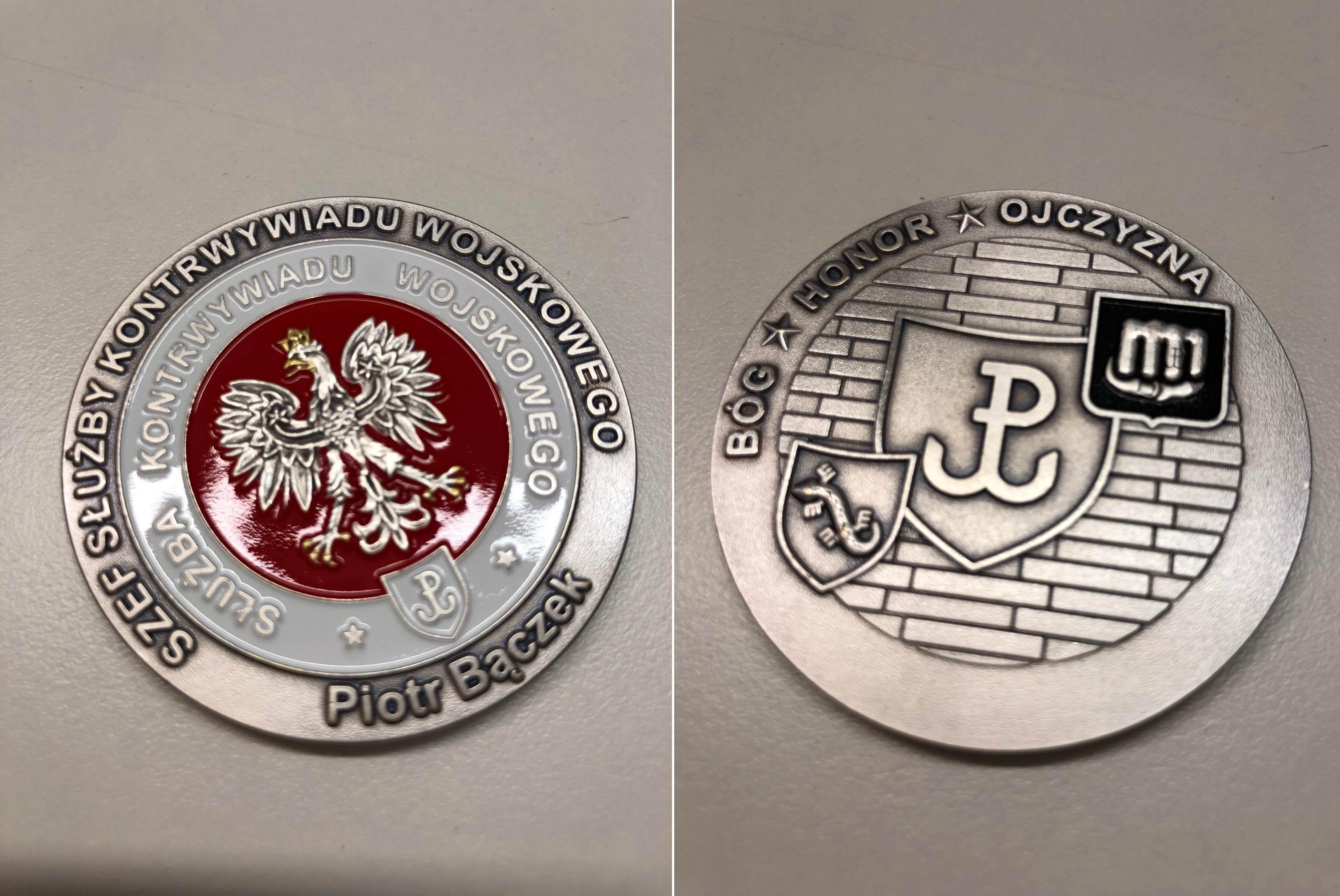 Medal upamiętniający Kontrwywiad Wojskowy wyemitowany przez szefa służby Kontrwywiadu Wojskowego Piotra Bączka