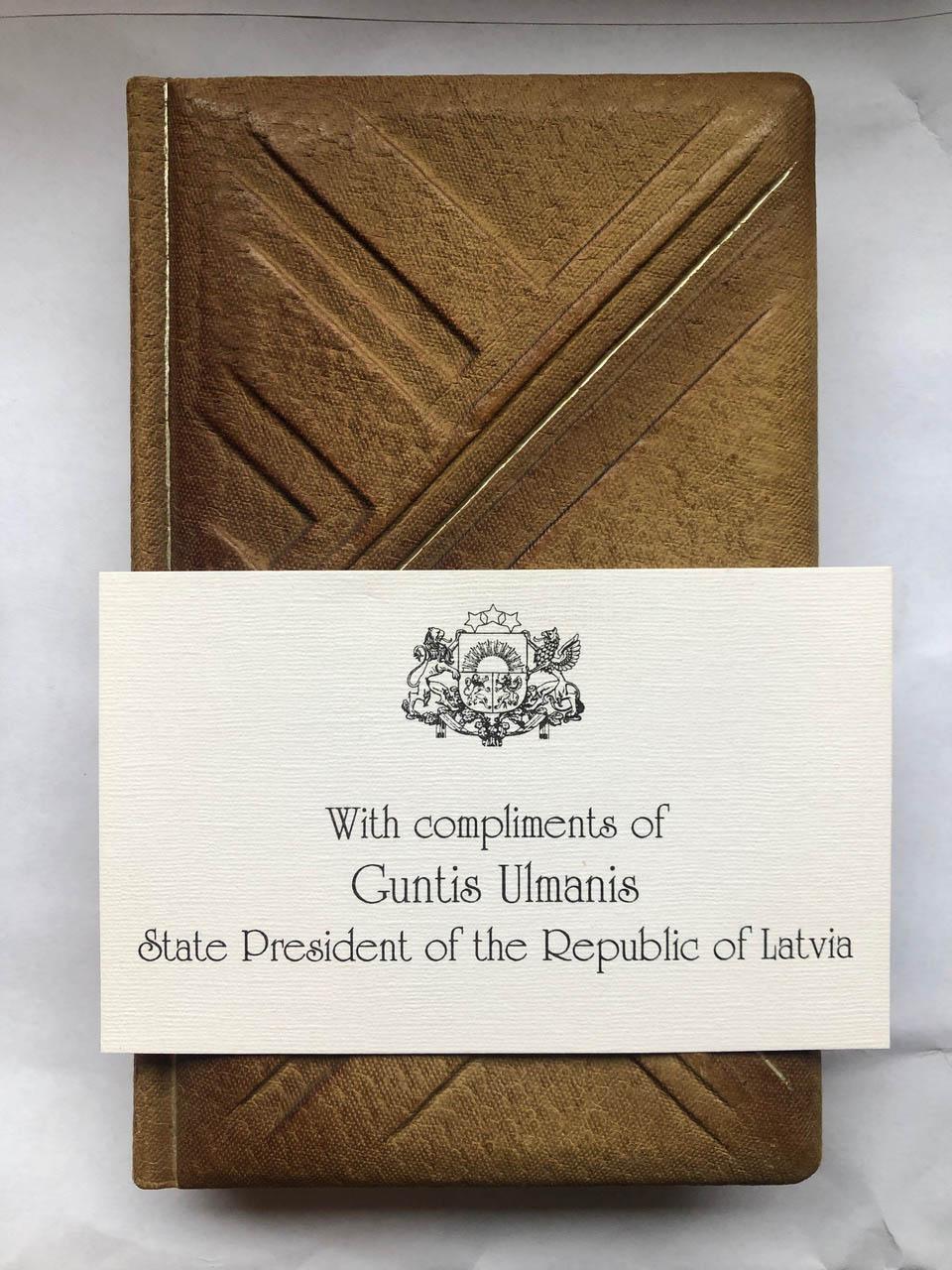 Luksusowy notes od prezydenta Łotwy, ok. 1994-1995 r.