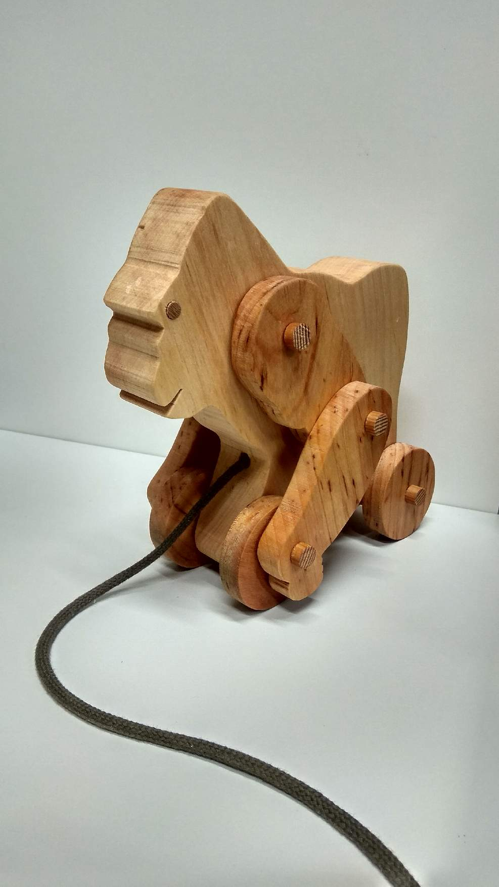 Goryl na kółkach - ruchoma zabawka z drewna, 2020