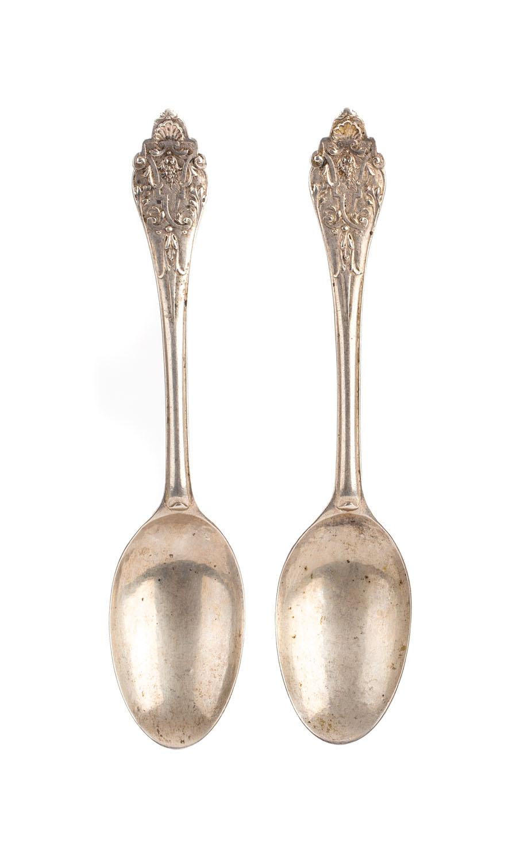 Sztućce - dwie łyżki , XVIII w.