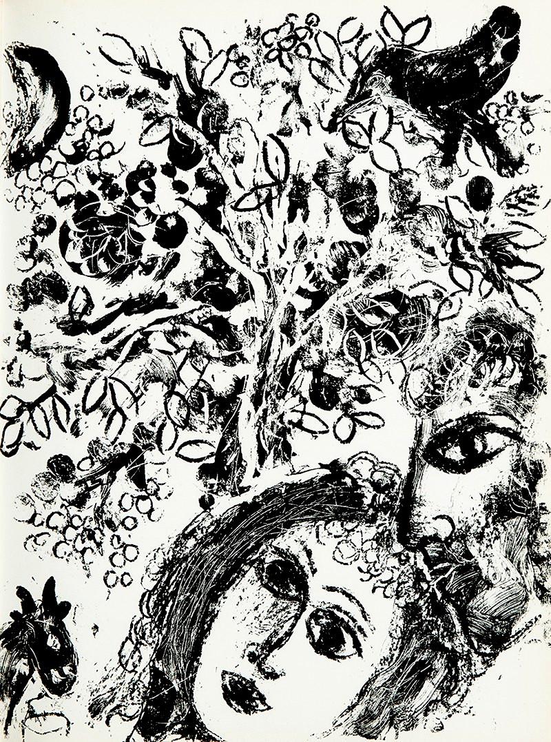 Le couple devant l'arbre