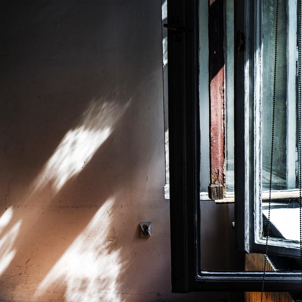 Okna nr 89, z cyklu: Puste pokoje, 2018