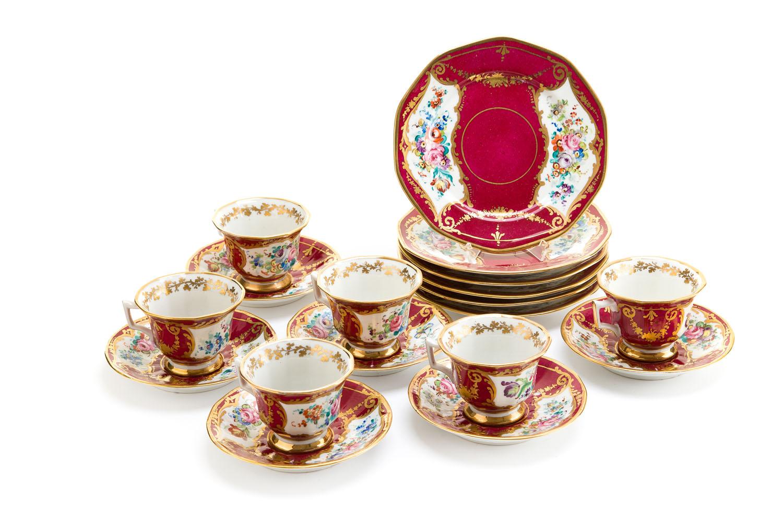 Zestaw 6 filiżanek ze spodkami i talerzykami deserowymi, okres międzywojenny