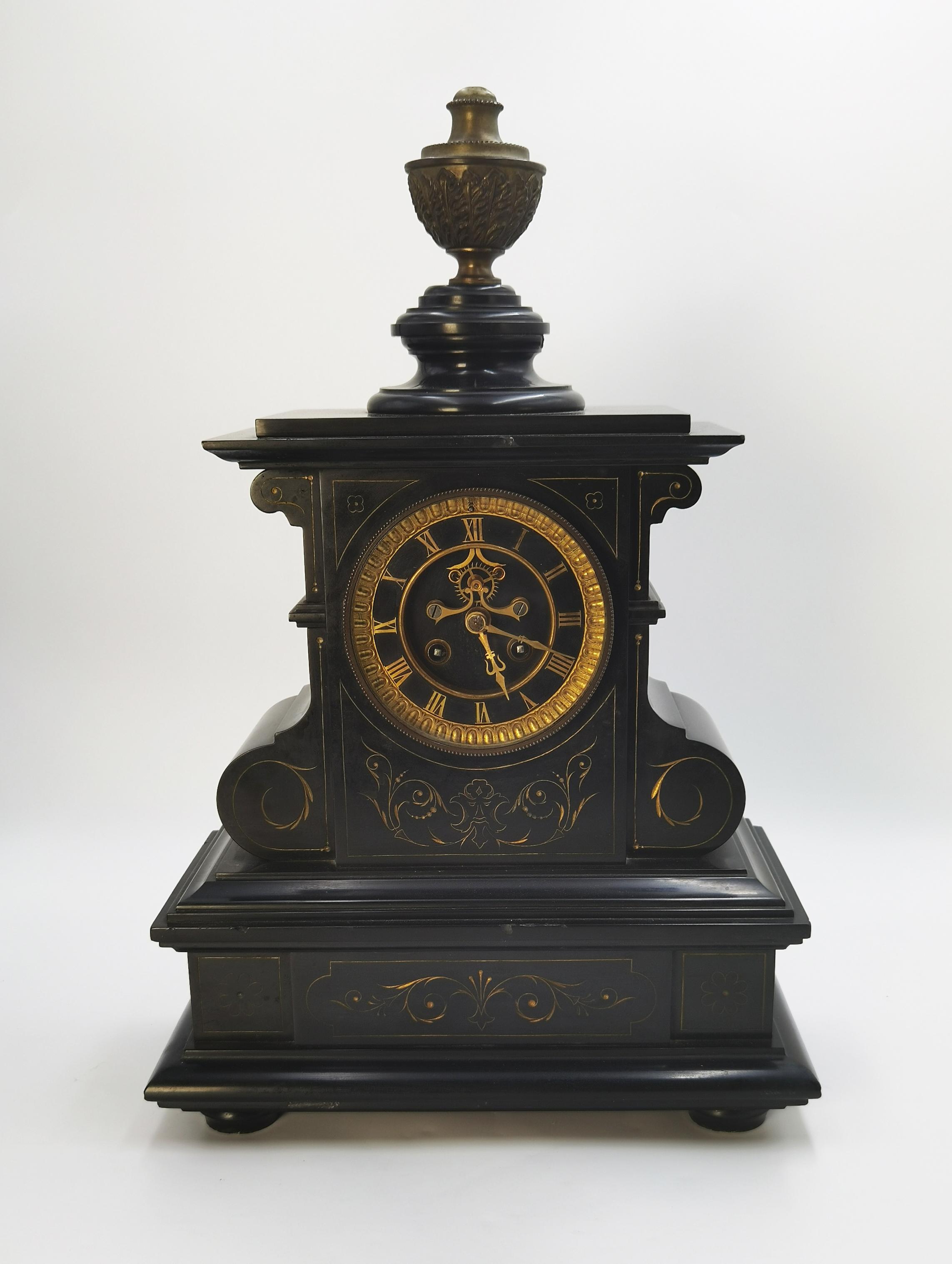 Zegar kominkowy z czarnego marmuru