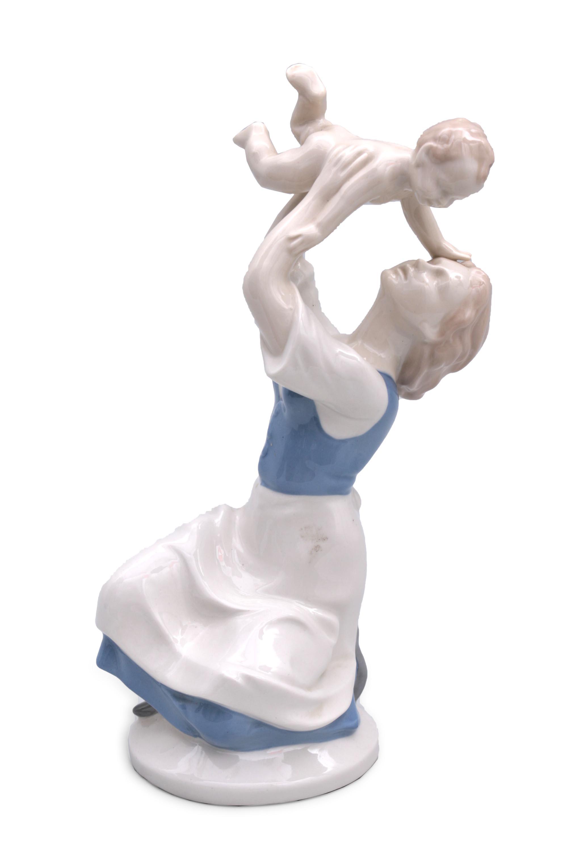 Figurka kobiety z dzieckiem