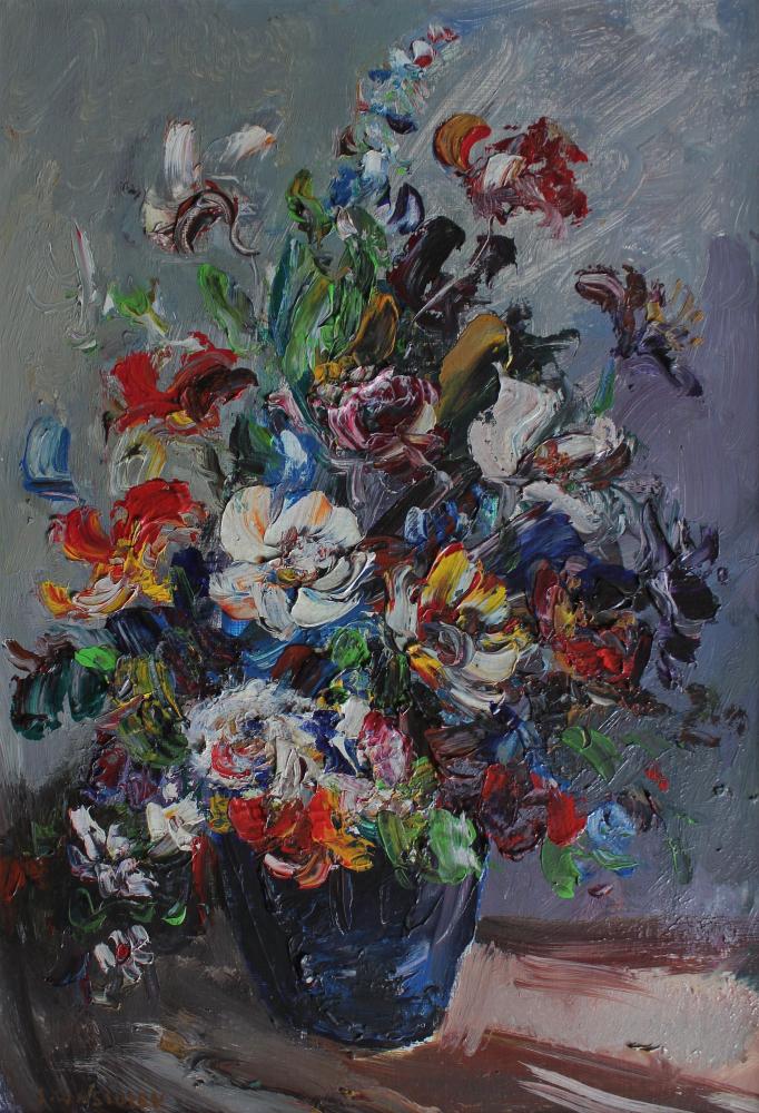 Kwiaty w granatowym wazonie