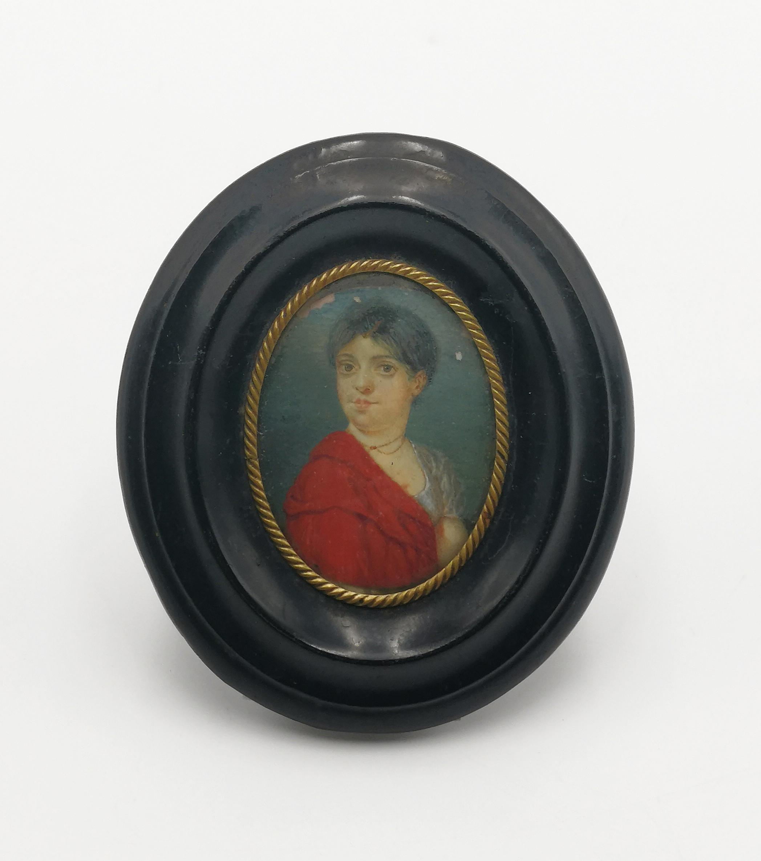 Kobieta w czerwonym płaszczu - miniatura