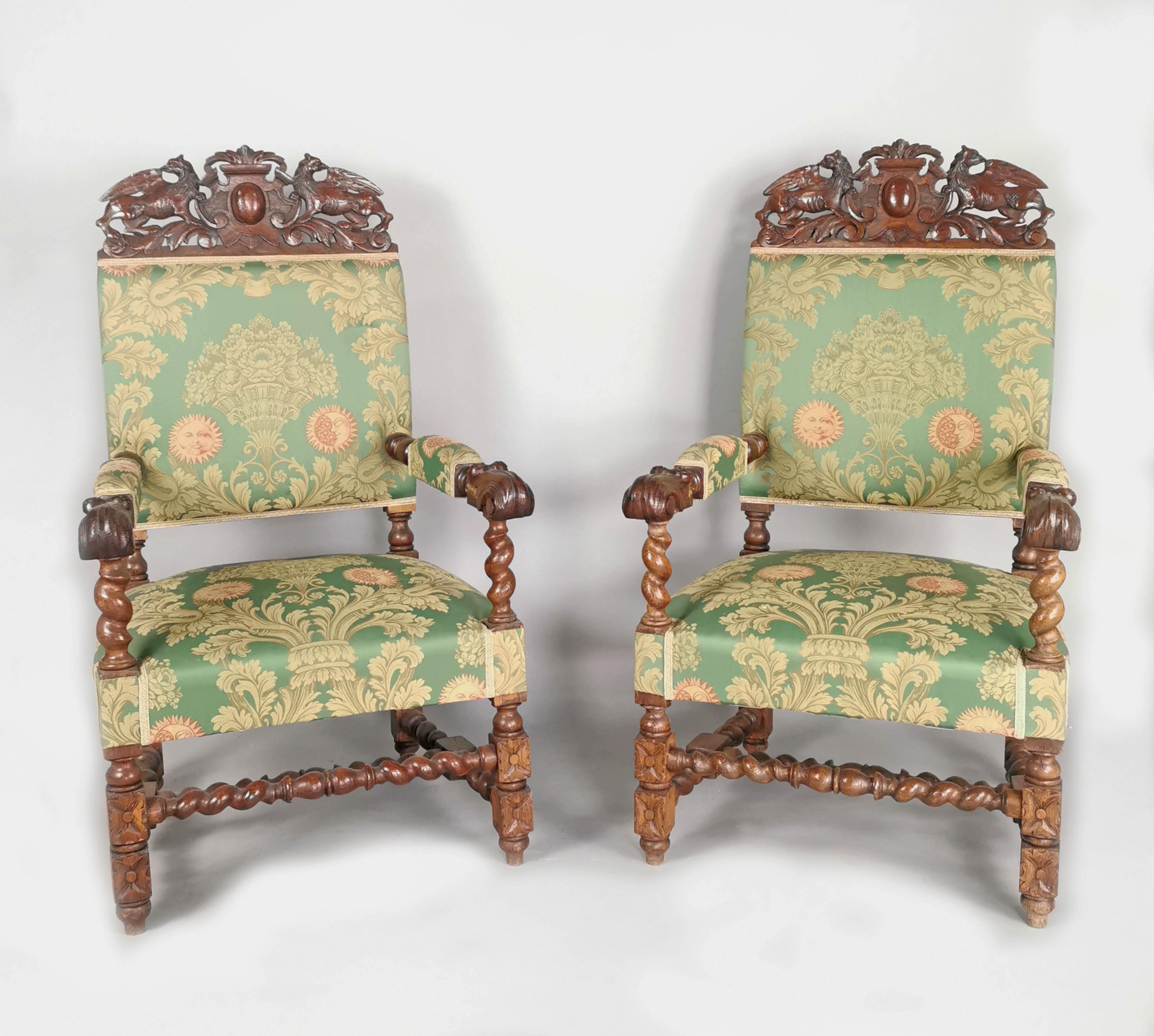 Para foteli w typie mebli barokowych