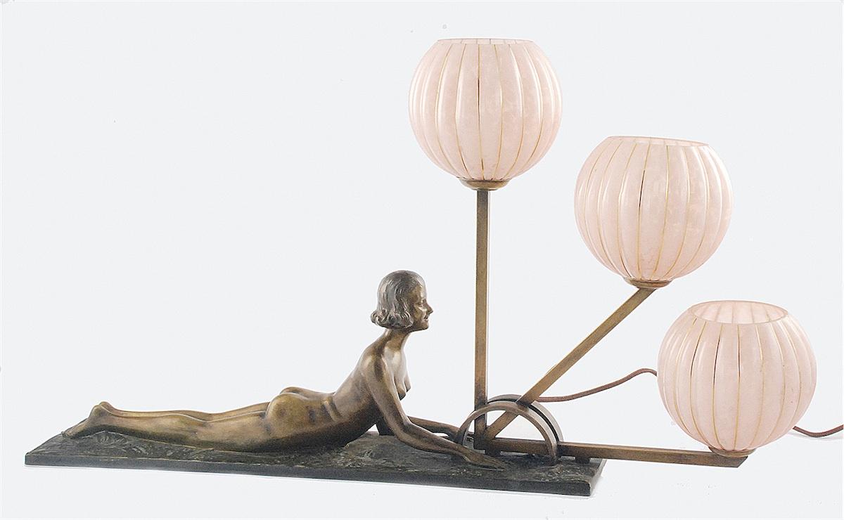 Lampa gabinetowa, elektryczna, art deco, z leżącą kobietą