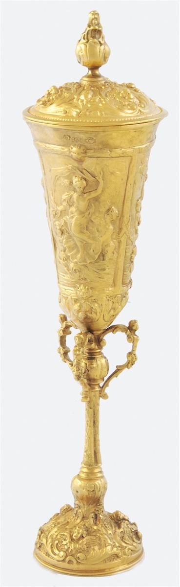 Puchar z przykrywką