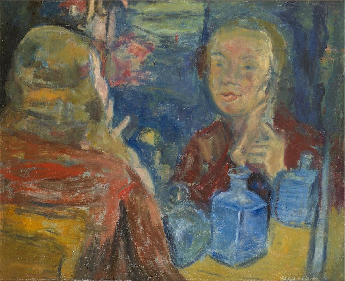 Kobieta przegladajaca sie w lustrze