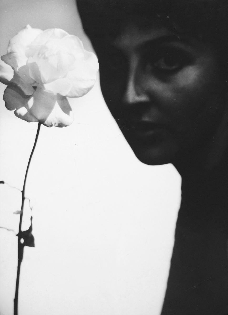 Portret z różą