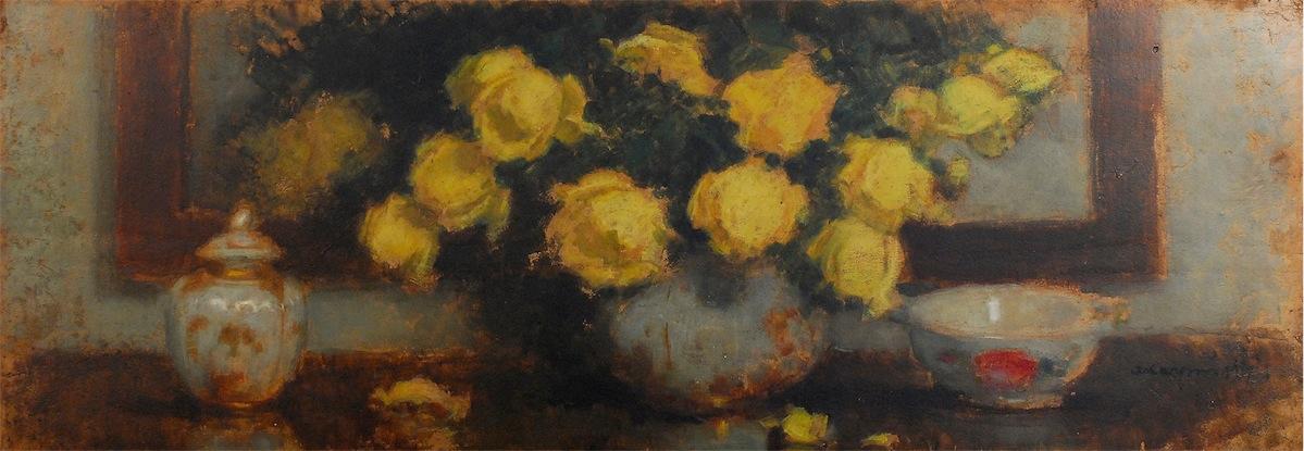 Żółte róże w białym wazonie
