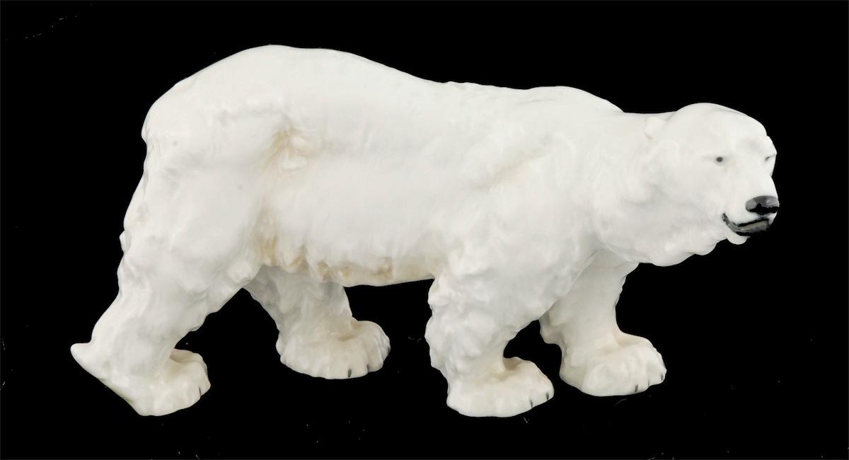 Kroczący niedźwiedź polarny