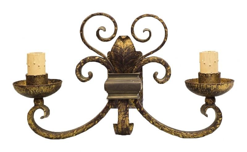 Para żelaznych kinkietów (A pair of Iron Sconces),