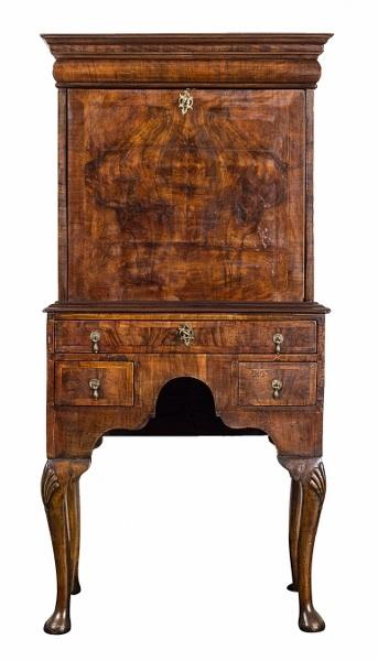 Sekretarzyk (A Queen Anne-style Walnut secretaire-on-Stand)