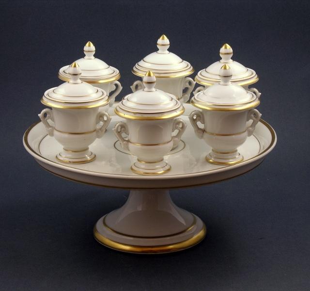 Patera porcelanowa z sześcioma pojemnikami (A porcelain Dish with six Cups),