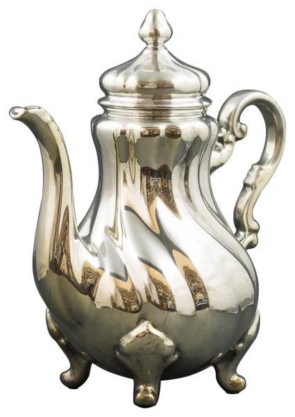 Porcelanowy, powlekany srebrem dzbanek (A silver plated porcelain Pot)