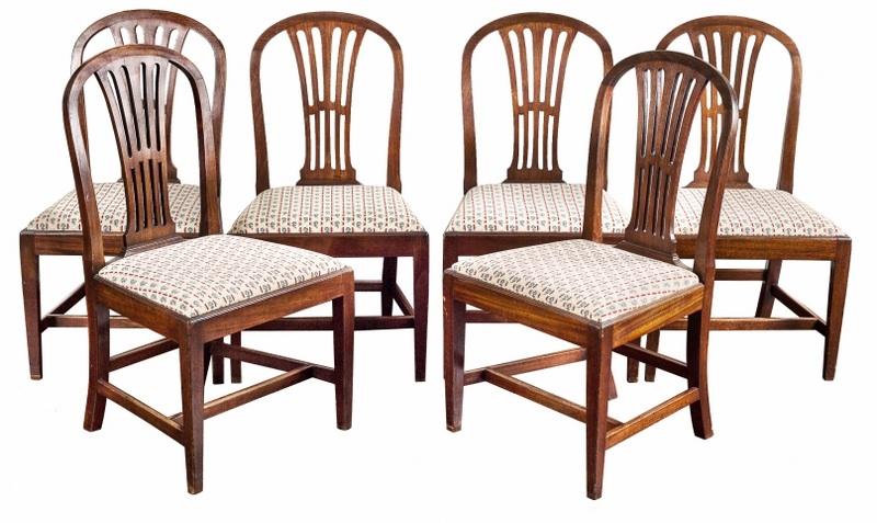 Sześć krzeseł orzechowych (A Set of George III Provincial Walnut Dining-Chairs),