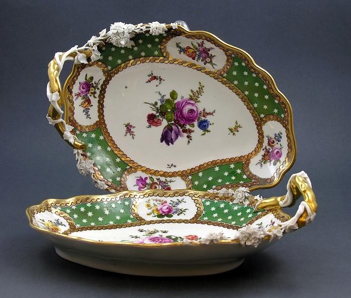 Para wiedeńskich porcelanowych pater (A pair of Austrian leaf-shaped dishes),
