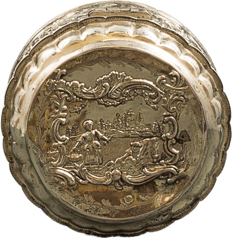 Puszka srebrna (A silver circular toilet-box)