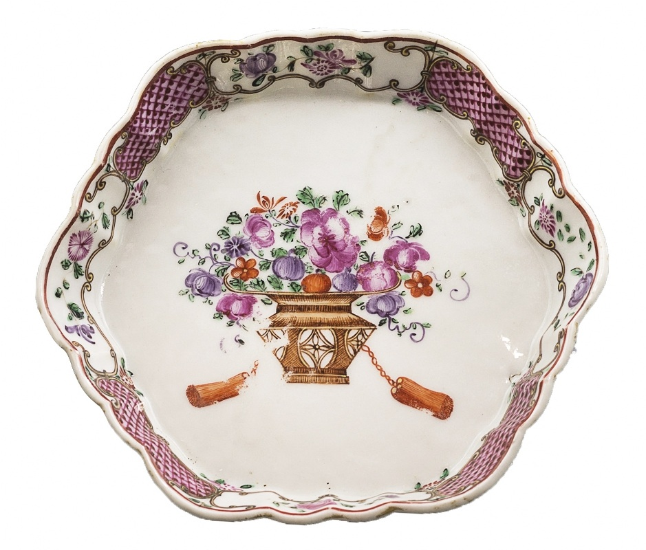 Talerzyk porcelanowy (A Chinese famille rose hexagonal teapot stand)