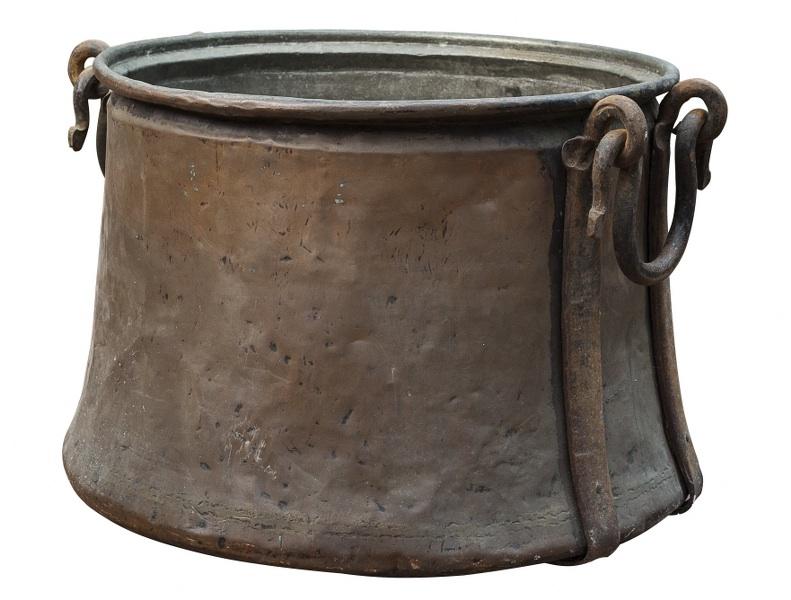 Kociołek (A copper and iron cauldron)