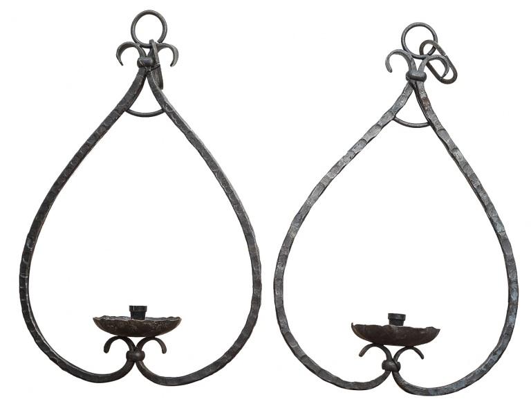 Para lampionów żelaznych (A pair of iron lanterns)
