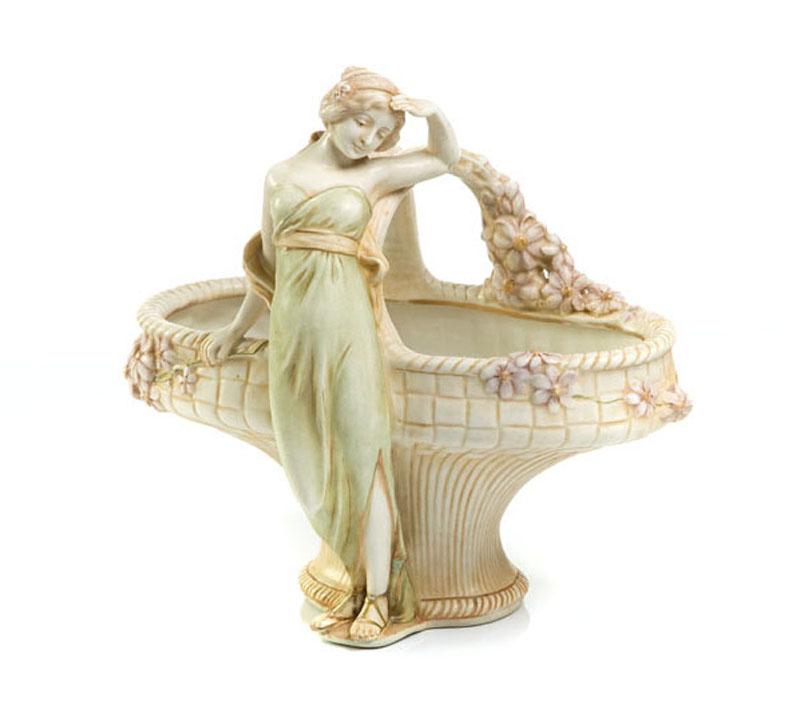 Koszyk z postacią kobiety, pocz. XX w.