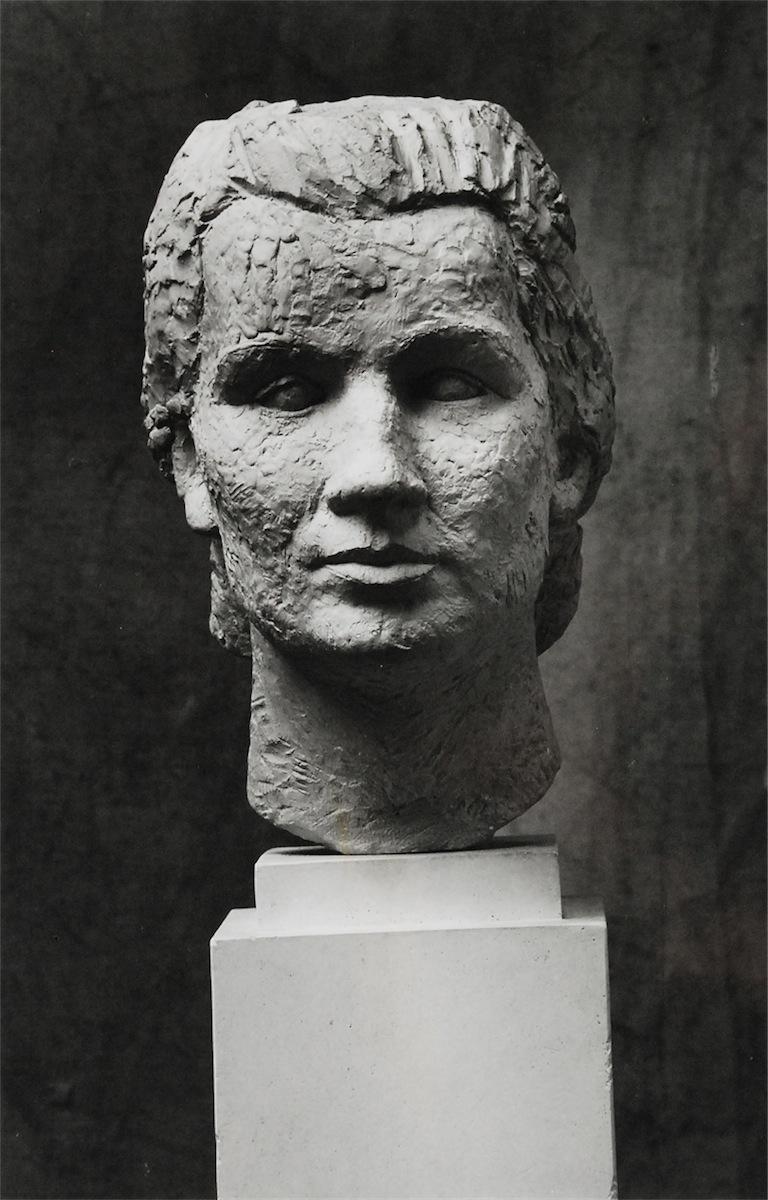 Popiersie - rzeźba autorstwa Augusta Zamoyskiego, 1990
